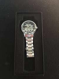 Stainless steel watch Mecanicle no batteries Montréal, H2G 2R8