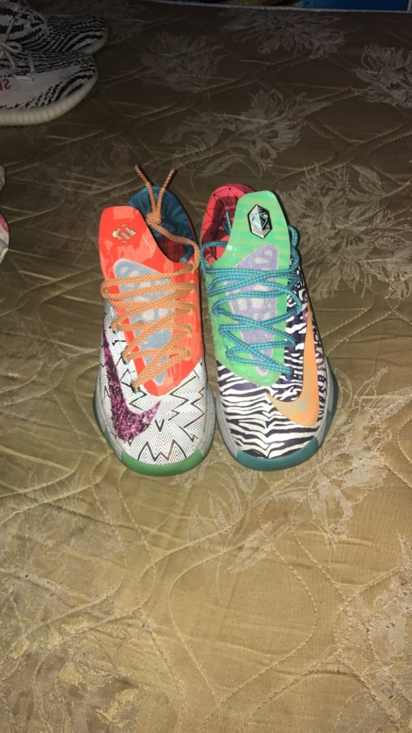 719910e6b863 Used two unpaired of green and orange Nike low tops for sale in Union