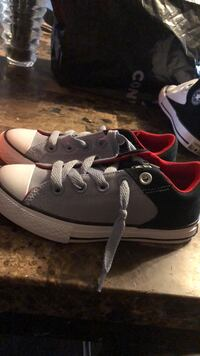 pair of black-and-white sneakers Cypress, 77429