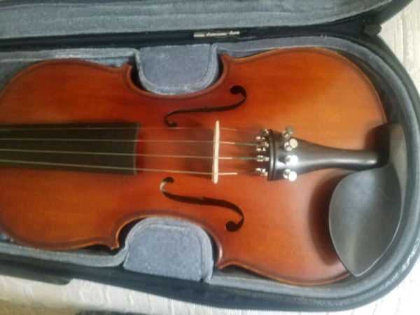 Morelli violin with hard case, bow and resin d8ee15f0-7966-4533-bae7-ad897f48cd25