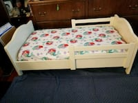 white and green floral bed sheet Chantilly