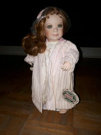 Wendy cottage collectable doll. Barrie, L4N 1R8