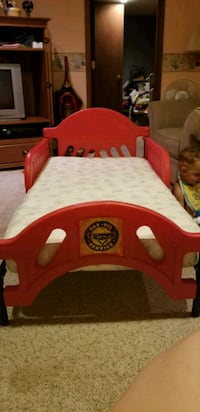 red and white plastic bed frame Ankeny, 50023