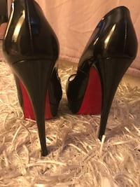 Louboutin black patent leather peep toe stilleto Mississauga, L5N