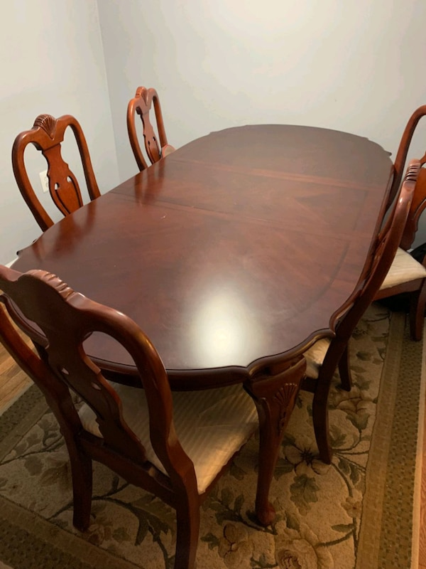 Dining Table 65d89463-0c02-4ad0-8065-41a63be74f82