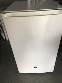 GE large capacity mini fridge Cambridge, N1T 1E3
