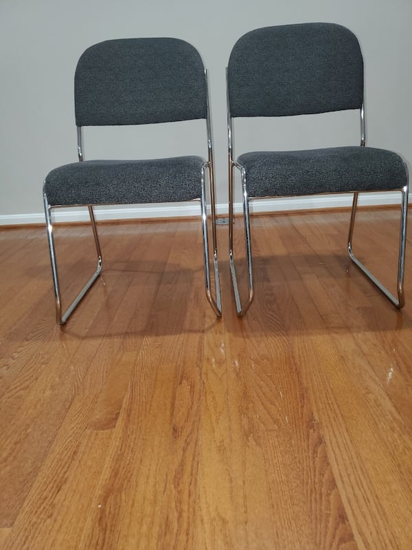 2 chairs  96365ce5-f949-432e-bb07-c8080a72292b