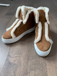 DKNY Suede sneakers size 7