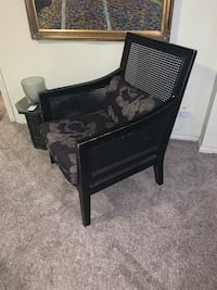 Accent chair with cushions