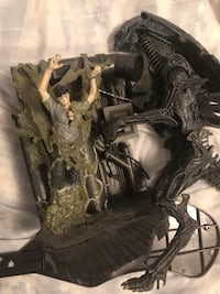 Mcfarlane alien queen box set, used. $30 Vaughan, L6A 3B6