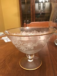Clear glass footed bowl with gold trim East Hartford, 06118