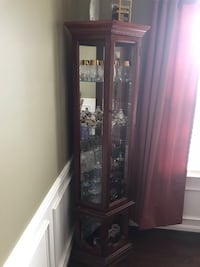 Very nice corner curio with light...like new!! Stafford, 22554