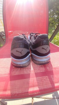 New Puma running shoes null