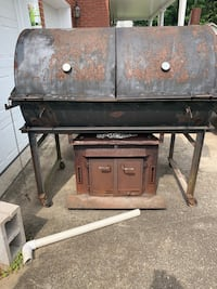 Large Heavy duty BBQ pit smoker. Steel grate, temp Gauge, rotisserie machine on side, fire box mounted on the bottom and is on wheels. This grill is solid steel and very heavy. Does have two small cracks in bitten but still holds temp. MUST SELL MAKE OFFE Louisville, 40203