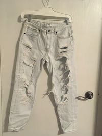 Light Wash Distressed Boyfriend Jeans London, N6G