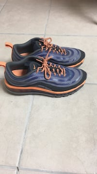 blue-black-and-orange low-top running shoes Des Moines, 50316