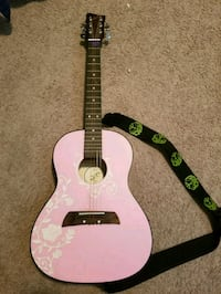 3/4 pink and white dreadnought acoustic guitar Nampa, 83687