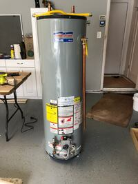 Water heater with gas line used in working condition 40 gallon 2002 model a couple of new parts on the unit  Manalapan, 07726