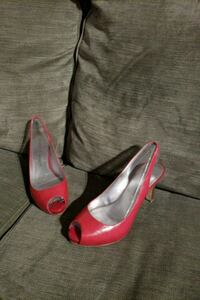 Red Marc Fisher heels size 6.5 3750 km