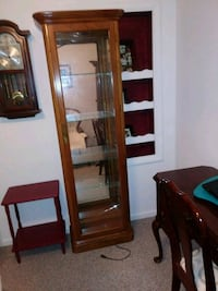 Curio cabinet with light and shelves Allen Park, 48101