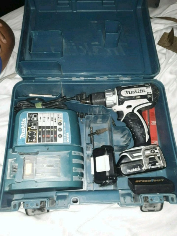 Makita drill box set with charger and two batterie