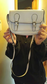 women's white leather sling bag Toronto, M3N 1E4