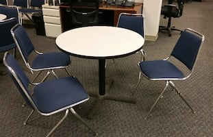Round table 3' Diameter with 4 chairs