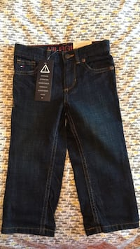 New  boys Tommy Hilfiger jeans 2T Laval, H7G