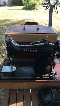 Singer sewing machine works great k99 Alexandria, 22310