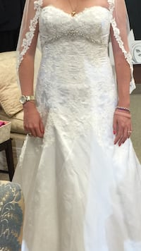 Beautiful women's white floral wedding gown Seymour