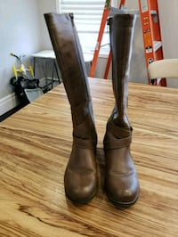 Brown faux leather boots Oshawa, L1H 7K5