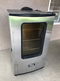 Electric smoker w/remote, excellent condition