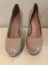 Zara Patened Leather Nude Pumps with Gold heal. Very clean . See pics. Size 8 Rosemère, J7A 4J2