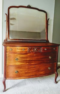 Solid wood Antique dresser with mirror Belleville, K8N 4Z7
