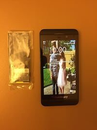 BlackBerry Z-10, condition 9.5/10, comes with brand new extra battery, unlocked
