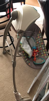 Baby swing in great condition. Minor scratch from storage but honestly not even noticeable  Brandywine, 20613