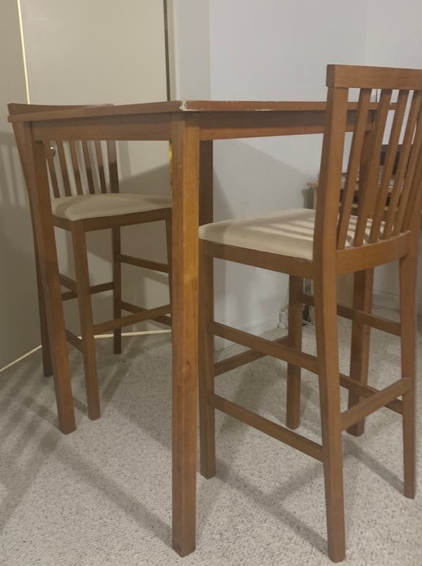 Kitchen high table and two chairs 1cb769a5-845e-4d24-b994-3192e77ab050