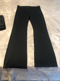 2 pairs Under armour yoga pants! Size large Berlin, 21811