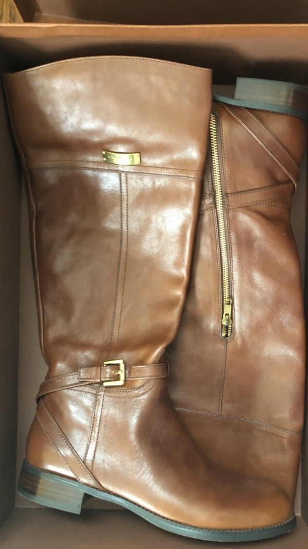 New coach Brown leather side zip boots 9.5