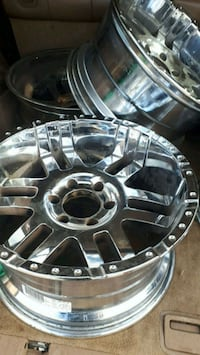 18 inch alloy rims set of 4  all details in picture  West Kelowna, V4T 2J5
