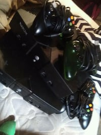 2 Xbox original consoles with 4 controllers Baton Rouge, 70817