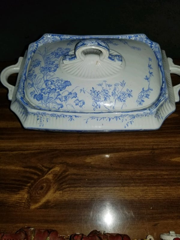 Serving dish w lid 1887 to 1891 yr made 9d3bedce-89dc-4189-ac42-6f7c43b35a87