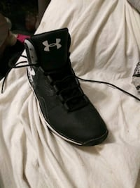 Under armour shoes size 7.5 worn twice Evansville, 47713