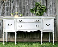 Beautifully restyled sideboard Ottawa, K1V 0W7
