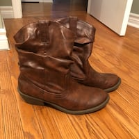 Western style boots size 7.5 Clarington, L0B