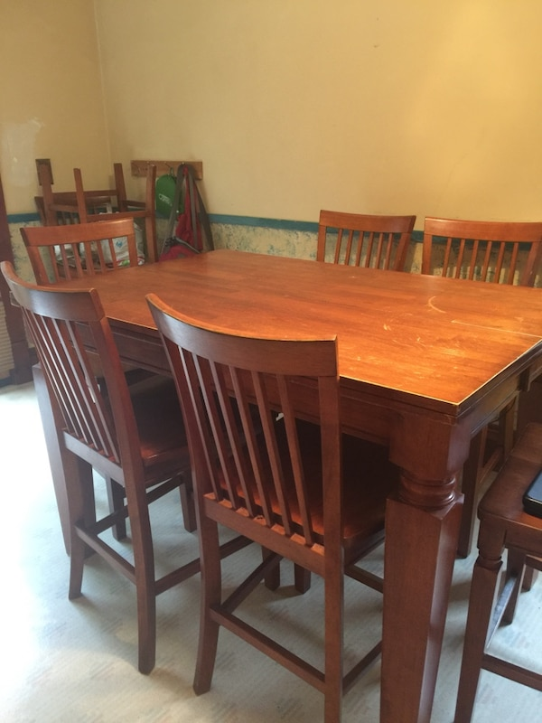 Pub Style Table With 8 Chairs