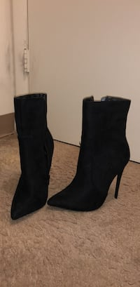 pair of black leather heeled booties Clinton, 20735