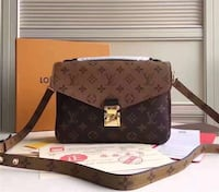 Louis Vuitton beautiful bag Toronto, M1T 3P4