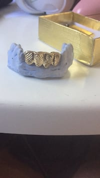 USED TWICE 18k gold 4 tooth grill (can be remoulded) Maple Ridge, V2X 0V8