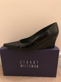 Stuart Weitzman wedge, size 7.5. Like new, have been worn three times only. Reg. 495$ Montréal, H1J